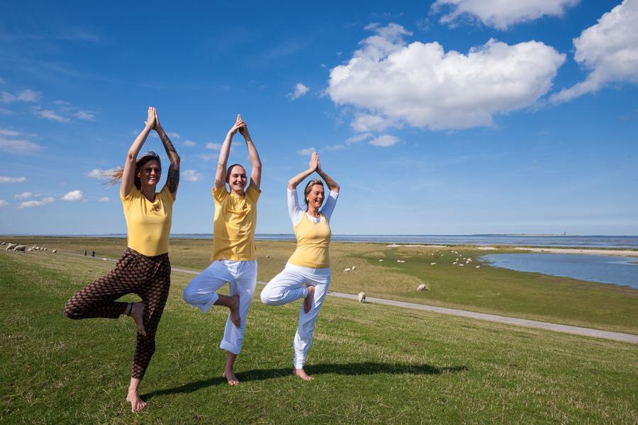 Yoga an der Nordsee draußen