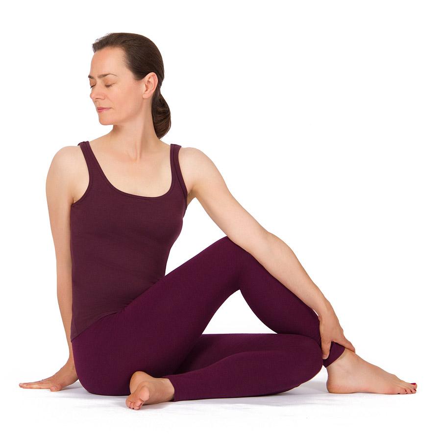 Yoga App Halber Drehsitz